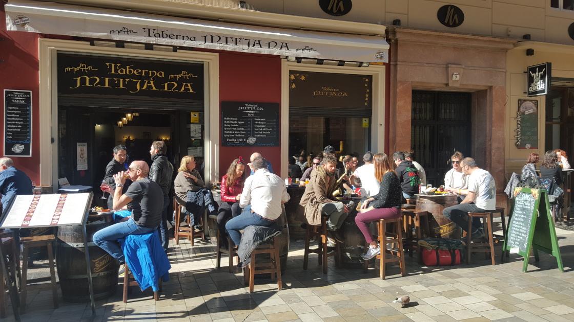 Màlaga - manger des tapas au soleil