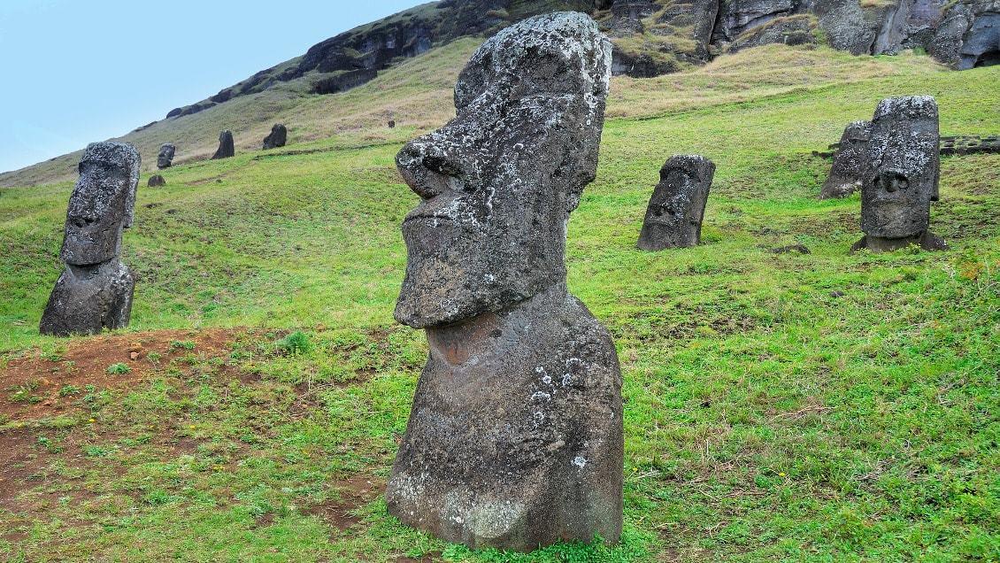 Les sculptures mystérieuses de l'île de Pâques - les plus beaux paysages du monde observables en France