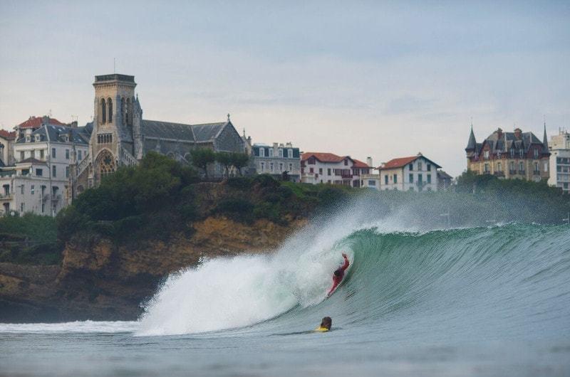 Spot de compétition mondiale de surf à Biarritz - les plus beaux paysages du monde observables en France