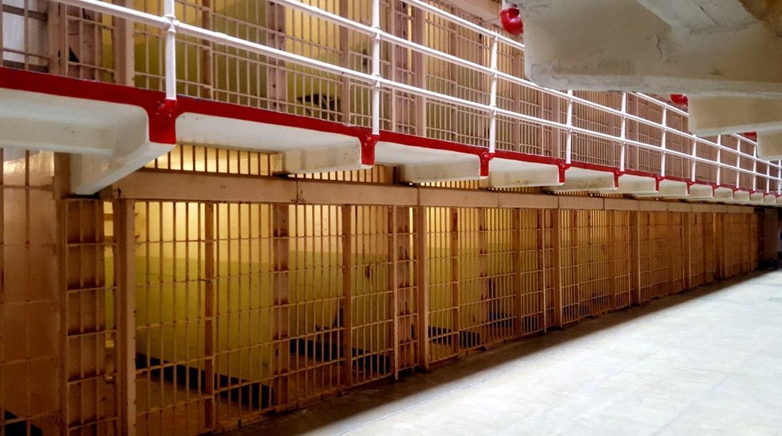 Cellules dans la prison d'Alcatraz à San Francisco_Californie