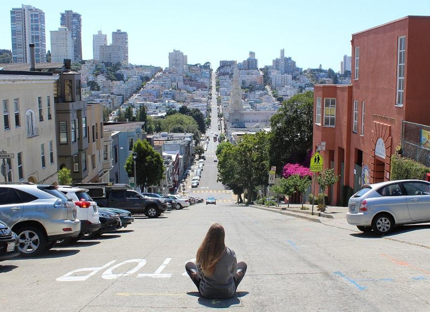 Filbert street la rue la plus pentue de San Francisco_Californie