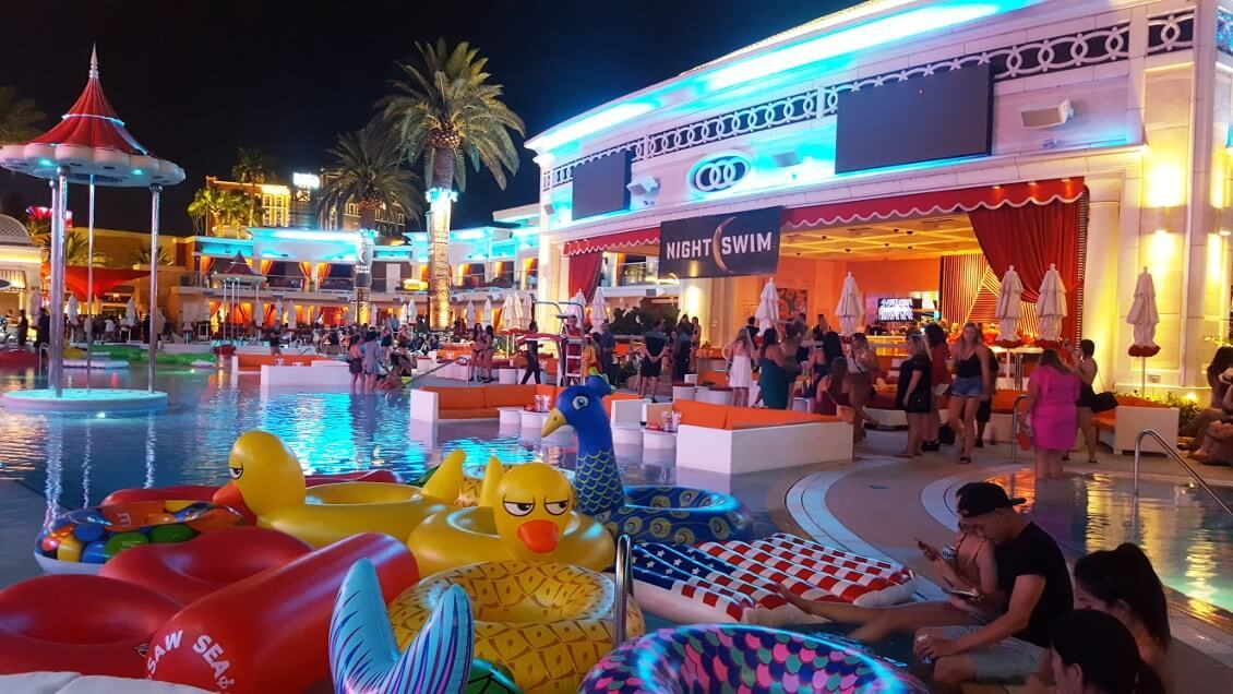 Las Vegas insolite - pool party dans un hotel du strip