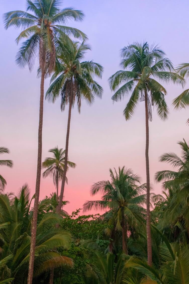 Dormir-a-koh-Kood-coucher-de-soleil-sur-une-plage