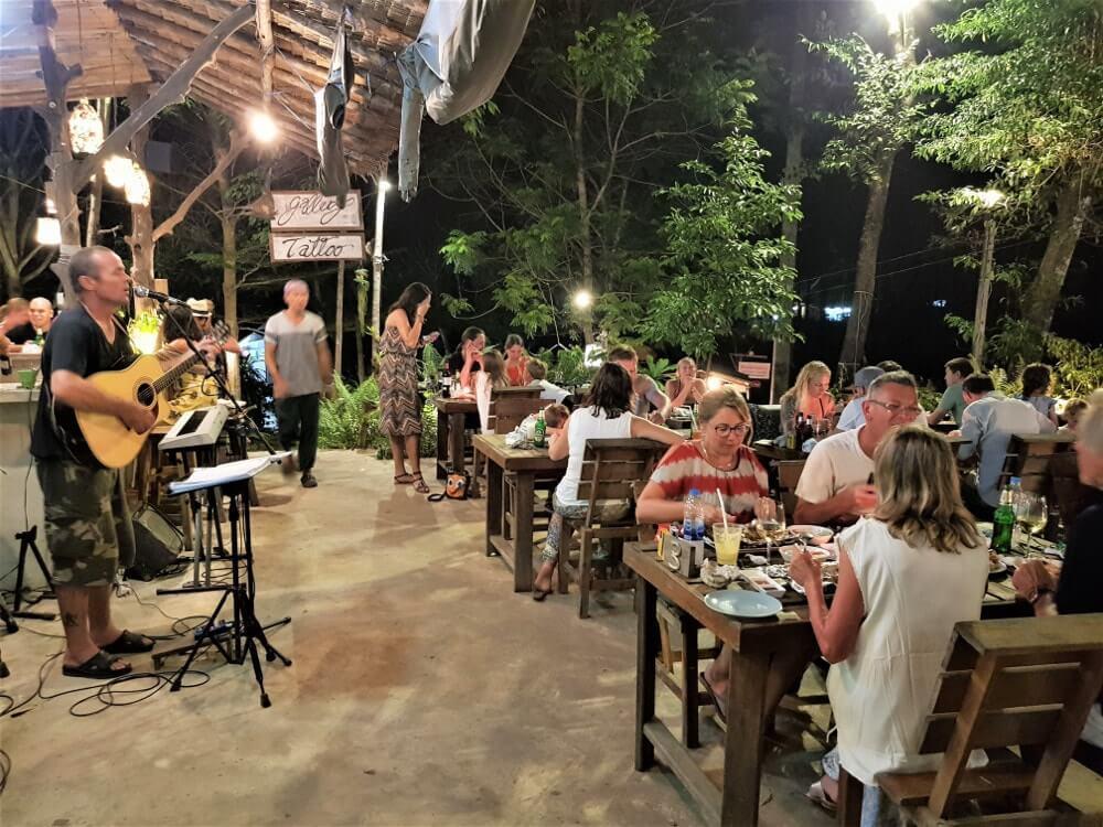Koh-Kood-une-ile-aux-plages-de-reves-restaurant-fishermans-hut-thailande