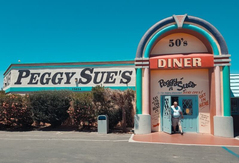 Route-de-Los-Angeles-a-Las-Vegags-le-peggy-sue-dinnerRoute-de-Los-Angeles-a-Las-Vegags-le-peggy-sue-dinner