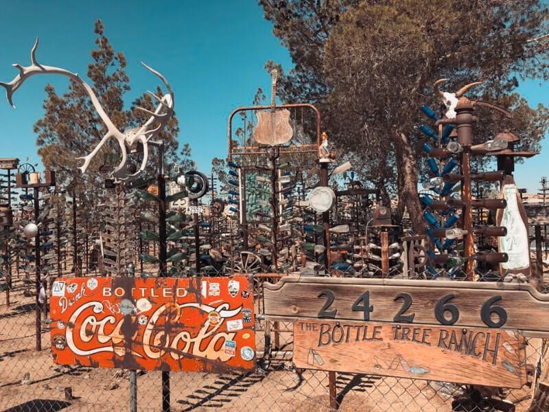 Route-de-Los-Angeles-a-Las-vegas-elmer-bottletreeranch-sur-la-route-66