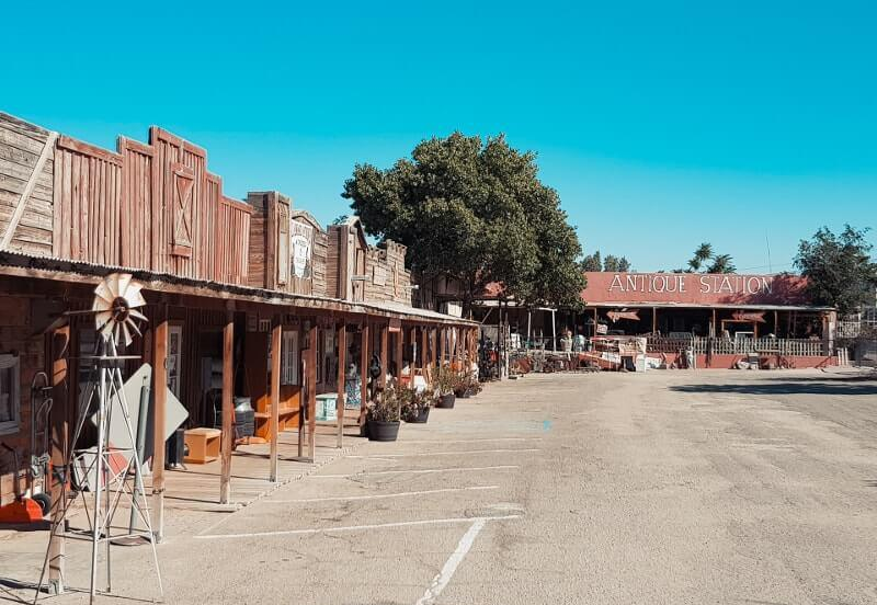 Route-de-Los-Angeles-a-Las-Vegas-antique-shop
