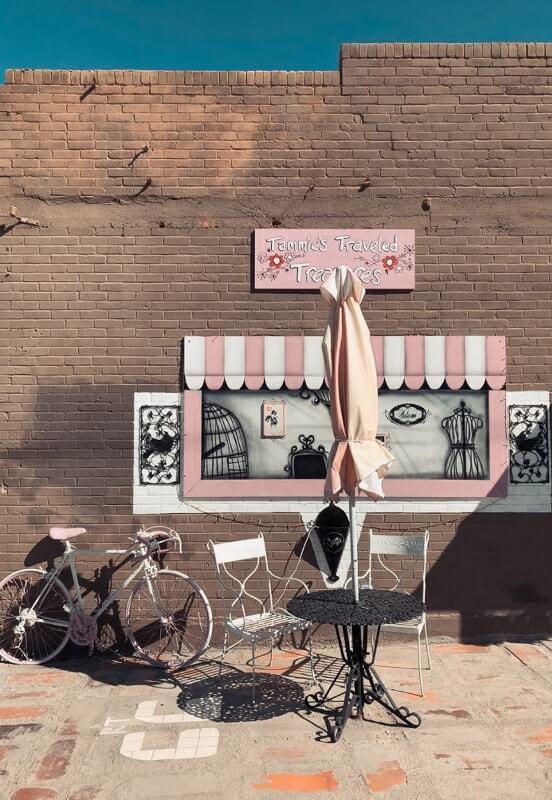 Route-de-Los-Angeles-a-Las-Vegas-pizzeria-pres-de-antique-shop