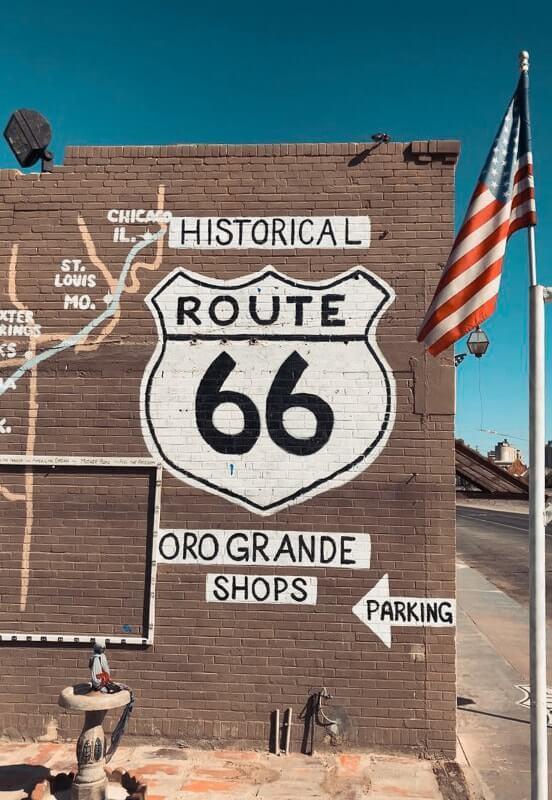 Route-de-Los-Angeles-a-Las-Vegas-route66-et-antique-shop
