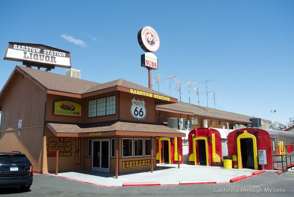 Route-de-Los-Angeles-a-Las-Vegas-train-mc-donalds