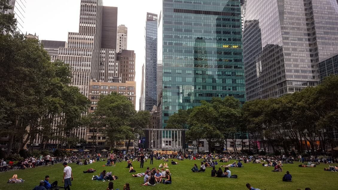 Choses-a-faire-a-New-York-regarder-un-film-outdoor-a-Bryant-park