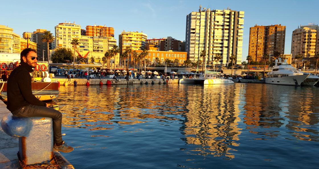Màlaga - admirer un coucher de soleil sur le port