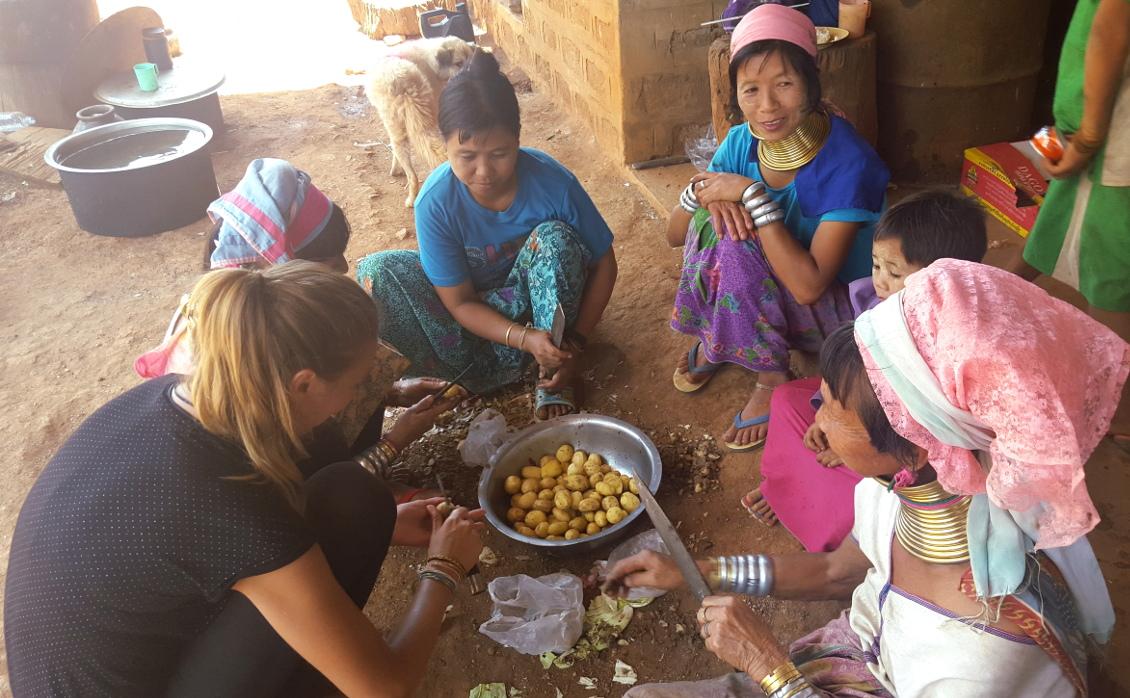 Participation a la vie du village avec les femmes girafes - Loikaw (Myanmar)