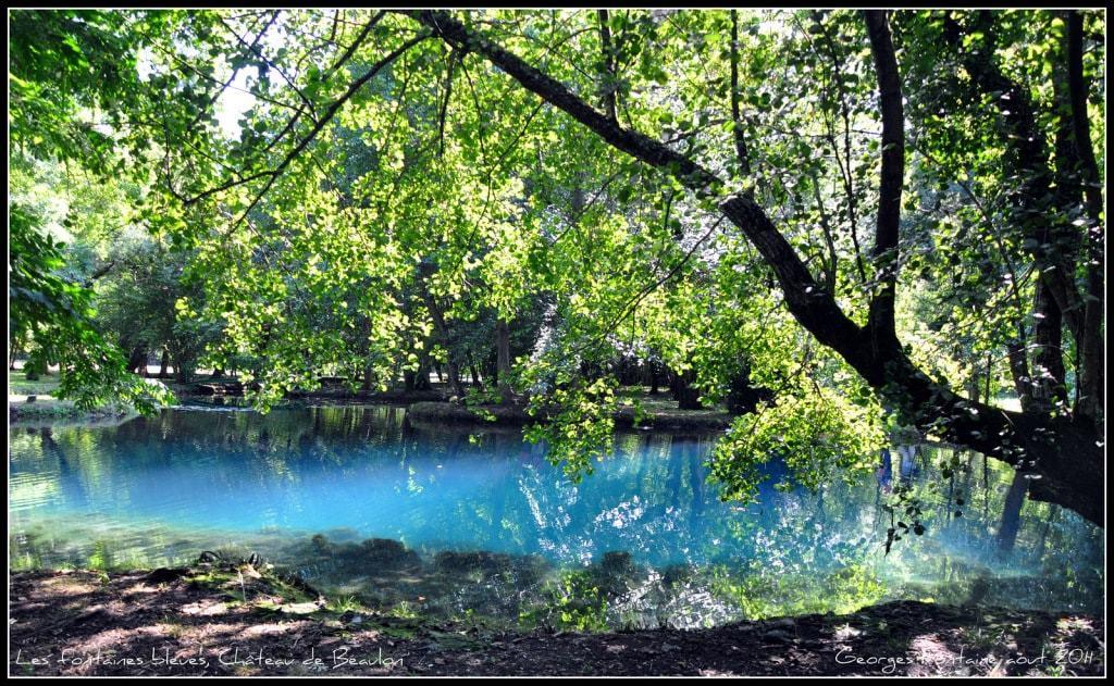 Fontaines bleues du château de Beaulon en France - les plus beaux paysages du monde observables en France