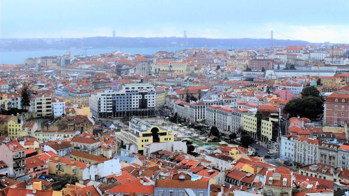 Visiter Lisbonne en admirant la ville depuis un miradouro