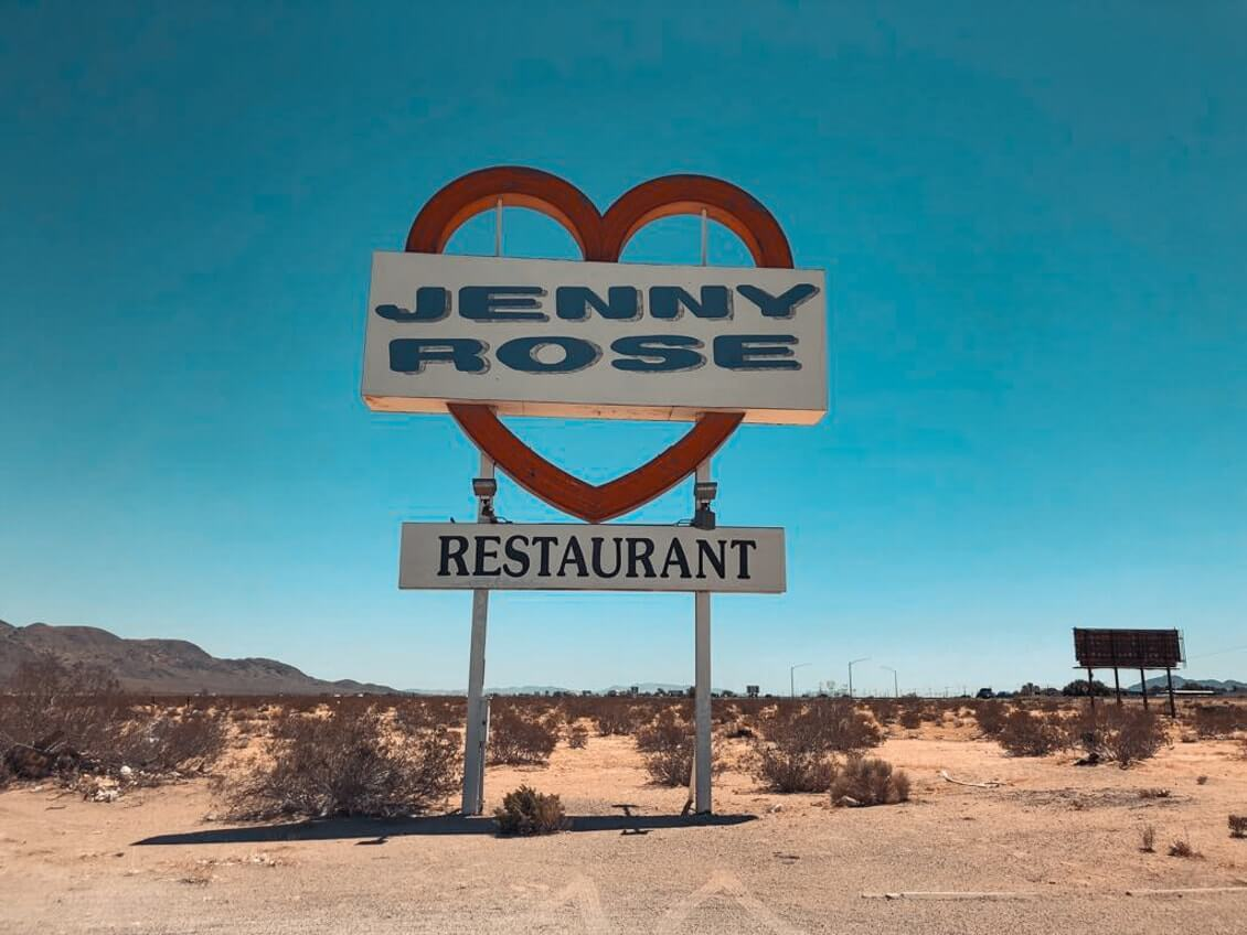 Route-de-Los-Angeles-a-Las-Vegas-jenny-rose-sign