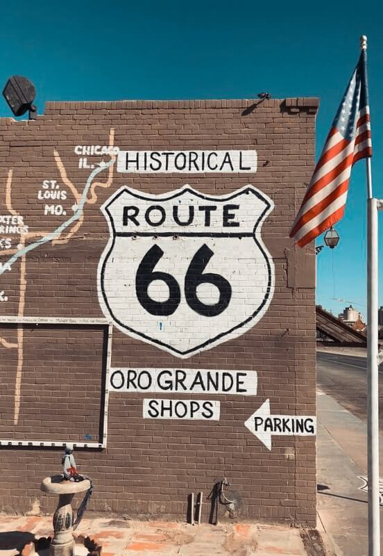 Route-de-Los-Angeles-a-Las-Vegas-route66-et-antique-shop