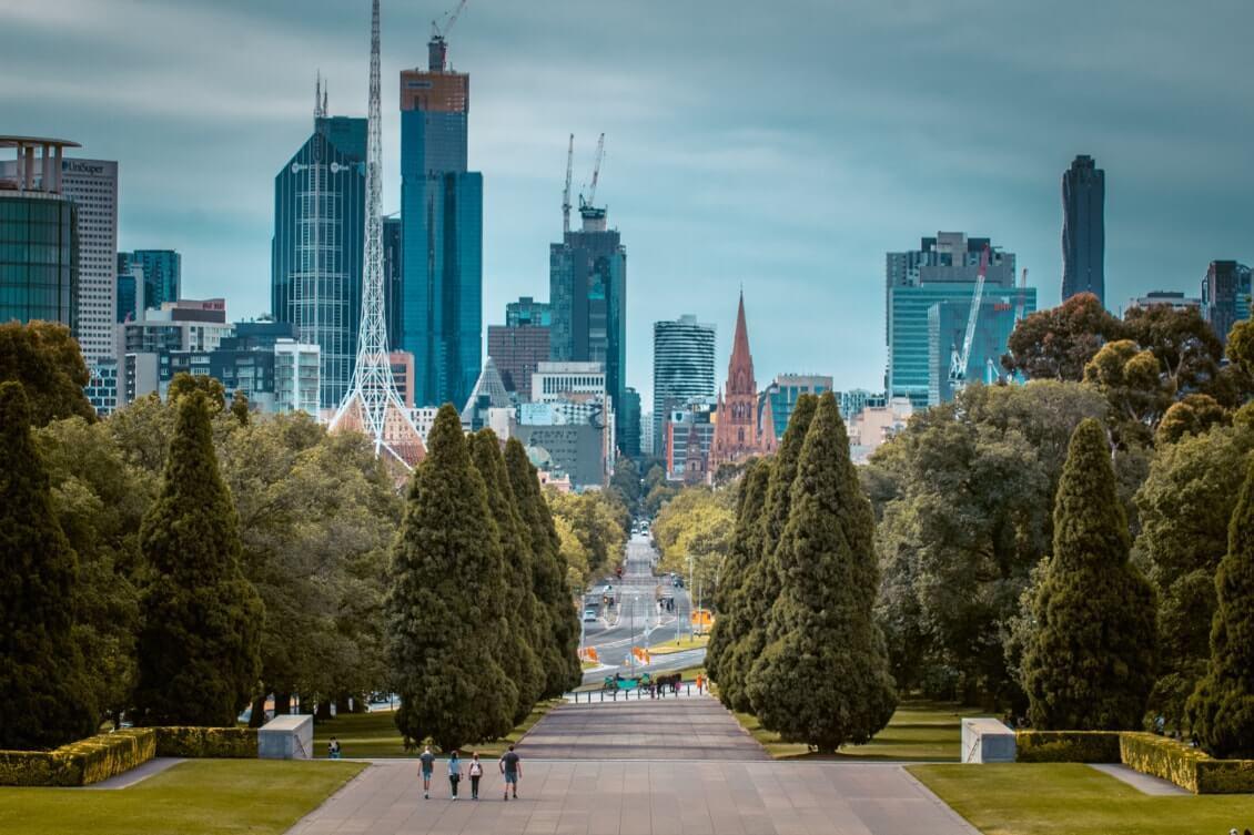 Melbourne_les_insolites_shrine_of_remembrance_face_on_building